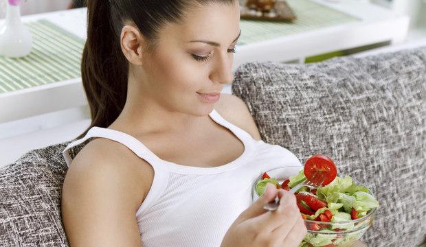 Alimentar-se corretamente durante a gravidez garante saúde à mamãe e ao bebê