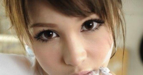 Quantos anos ela tem? Bonequinha chinesa com cara de ninfeta ...