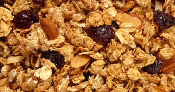 Arroz integral e granola ajudam a combater a celulite, diz especialista