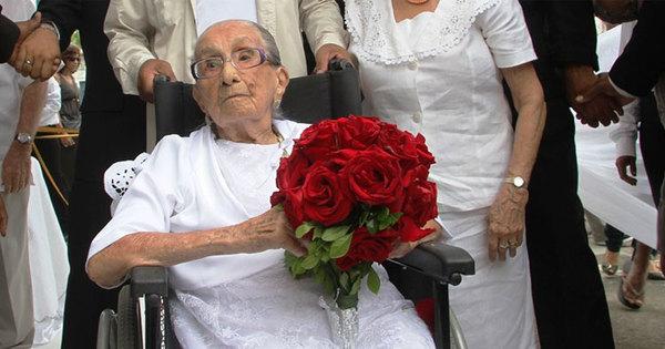 Após sofrer isquemia, Dona Canô é internada em Salvador ...