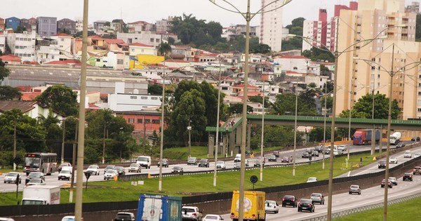 Quase 2 milhões de veículos devem deixar SP na saída para o Ano ...