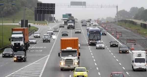 Motorista enfrenta lentidão em várias rodovias no retorno a São Paulo