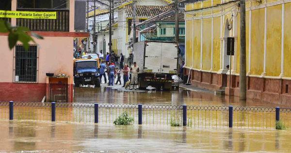 São Luiz do Paraitinga tem cerca de 50 famílias fora de casa por ...