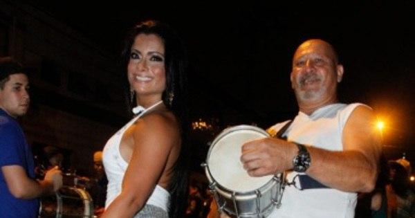 Dani Sperle samba com microshort no ensaio da Tatuapé - Fotos ...