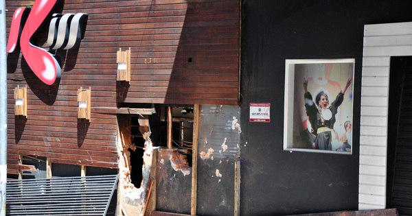 Um dia depois de incêndio que matou 231 pessoas em Santa Maria ...