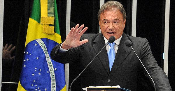 Após derrota da seleção, senador pede CPI da Copa - Notícias - R7 ...