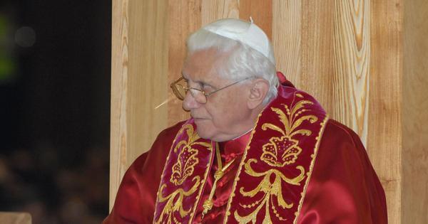 Papa Bento 16 anuncia que irá abandonar a chefia da Igreja ...
