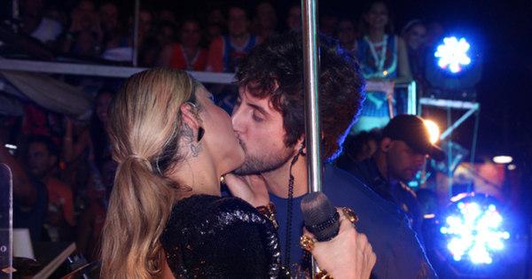 Famosos beijam muito no quarto dia de Carnaval - Fotos - R7 ...