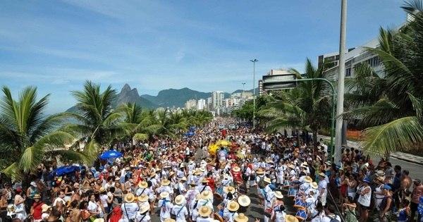 Bloco Rio Maracatu arrasta foliões pela orla de Ipanema - Fotos ...