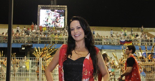 Cozete Gomes deixa paquera de escanteio para curtir Carnaval ...