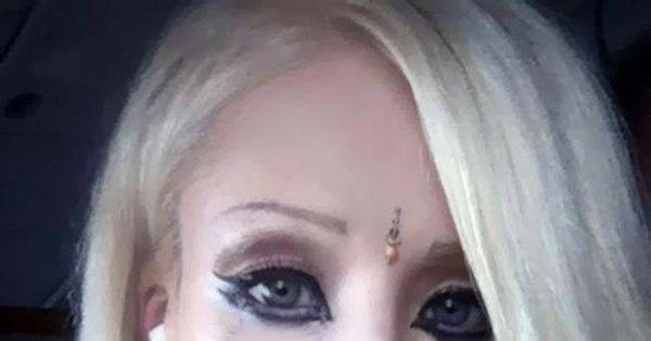 Barbie humana apanha do marido? - Fotos - R7 Hora 7