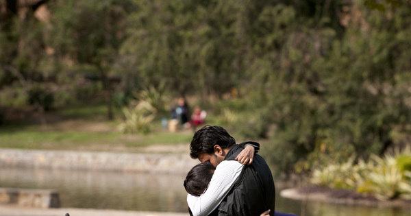Na Índia os beijos estão em alta; mesmo em público - Notícias - R7 ...
