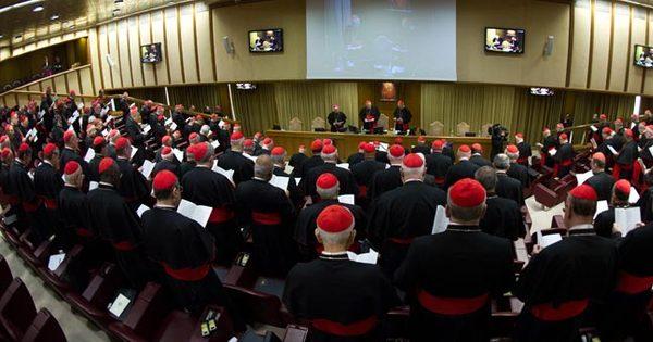 Doze cardeais faltam à reunião, e Vaticano não define data de ...