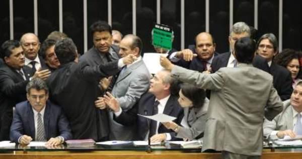 Congresso derruba vetos de Dilma à lei que modifica distribuição ...