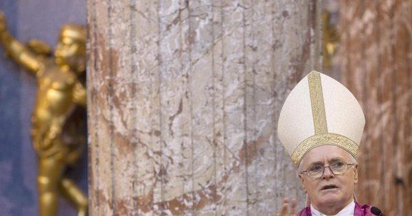 Cardeais oram antes de conclave para escolher novo papa ...
