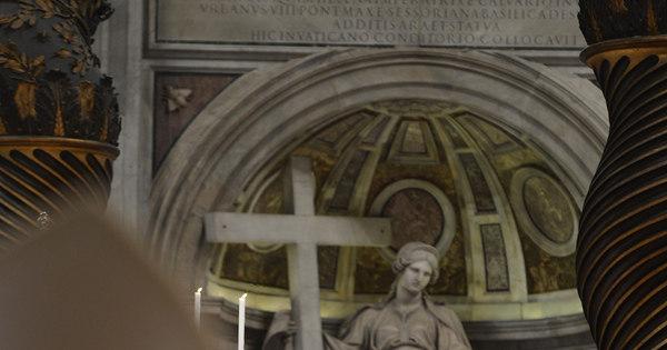 """Em missa que antecede conclave, cardeal decano pede que """"Deus ..."""