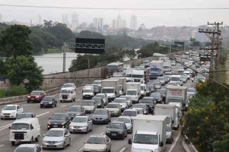 Juiz proíbe aumento de velocidade nas marginais de São Paulo