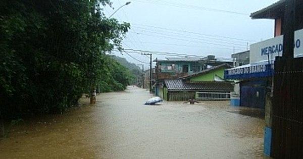 Após enchentes, Prefeitura de São Sebastião decreta estado de ...