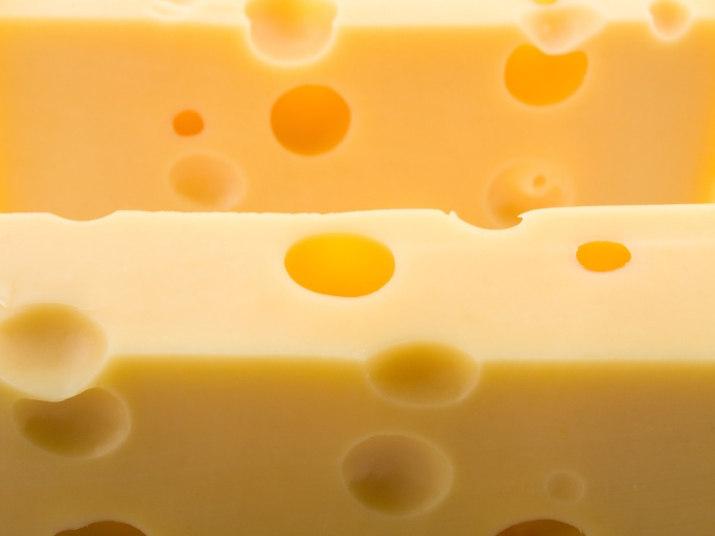 Creme de leite e molhos à base de queijos são repletos de gordura,  que também atrapalham a rotina do metabolismo. Risque-os da sua lista do  supermercado!