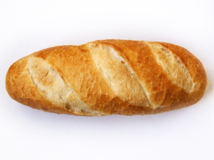 Pães, bolos e outros quitutesfeitos com farinha de trigo refinada,  biscoitos do tipocream crackere bolachas recheadas praticamente não  possuem nutrientes. Além disso, são digeridos muito facilmente pelo  corpo humano, o que faz com que a glicose presente no sangue dispare,  gerando pico de insulina
