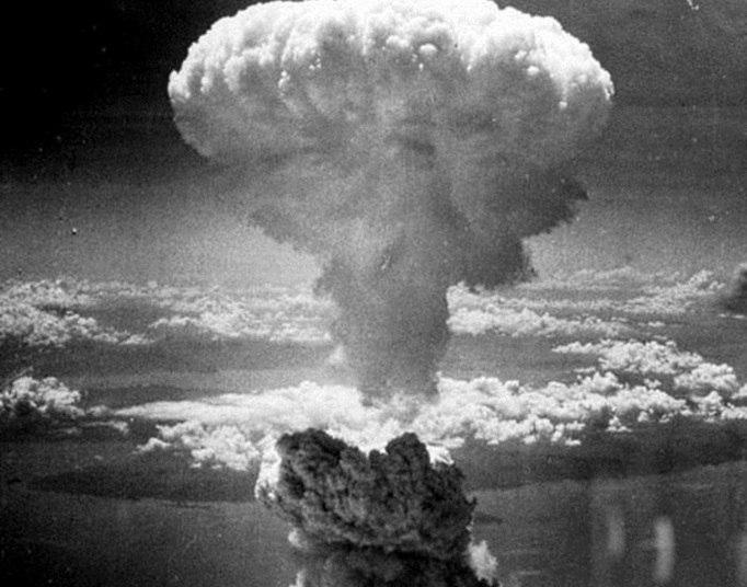 Guerra nuclear não quer dizer fim do mundo. Uma guerra nuclear poderia causar destruição sem precedentes, mas um número suficiente de indivíduos poderia sobreviver e, assim, permitir, que a espécie continueSaiba mais sobre o poder de destruição de uma bomba atômica
