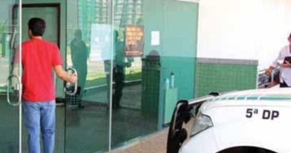 Após causar confusão em bar, policial civil é detido em Brasília ...