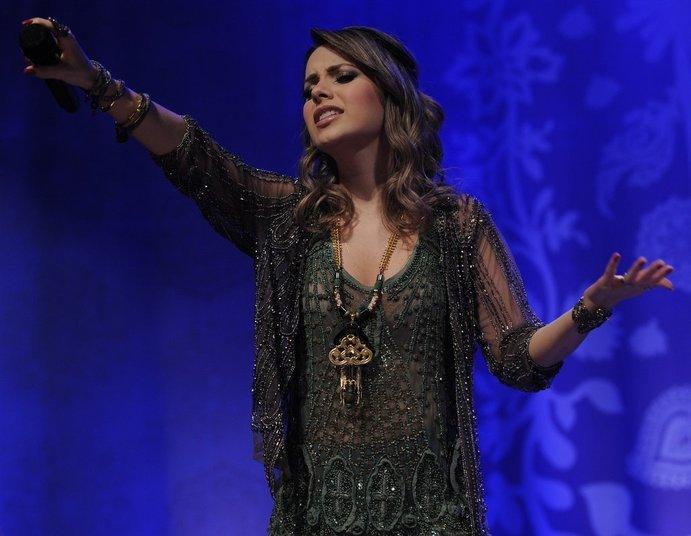 A cantora interagiu com o público e tocou suas canções inéditas