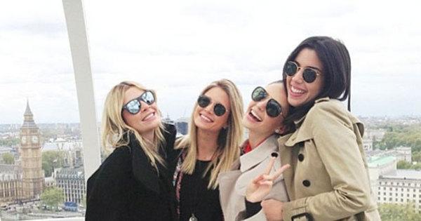 Esposa de Kaká se diverte em Londres com amigas - Fotos - R7 ...