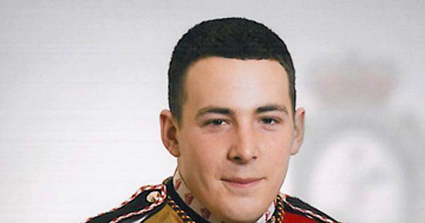 Soldado morto em Londres era um pai amoroso e heroi de guerra ...