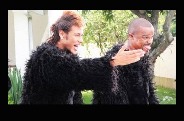 O clipe da música Kong, interpretada por Alexandre Pires, criou uma grande polêmica. Apesar dos convidados famosos, como como  Neymar e Mr. Catra, o que chamou a atenção foi outra coisa. A canção foi parar nos tribunais  apontada como preconceituosa