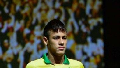 8ab24e4810e50 No clima da Copa das Confederações, Neymar lança chuteira de R$ 1,2