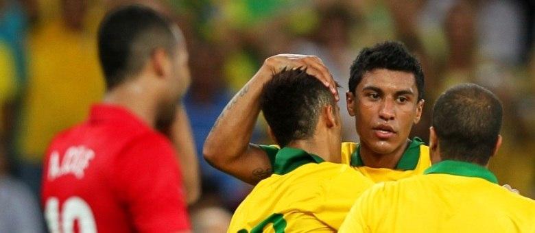 Paulinho marca no final e salva o Brasil de vexame no Maracanã. Confira!