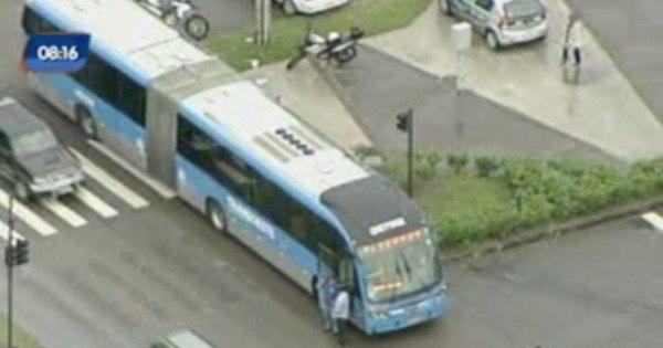 Primeira semana do BRT Transcarioca multa quase mil veículos ...