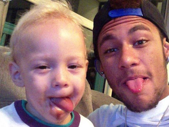 Neymar está de partida e, pensando nisso, o R7 preparou uma seleção de fotos para ajudar o craque a matar a saudade do filho enquanto estiver longeVeja: Neymar e Messi podem formar a melhor dupla do futebol mundial. Relembre outras