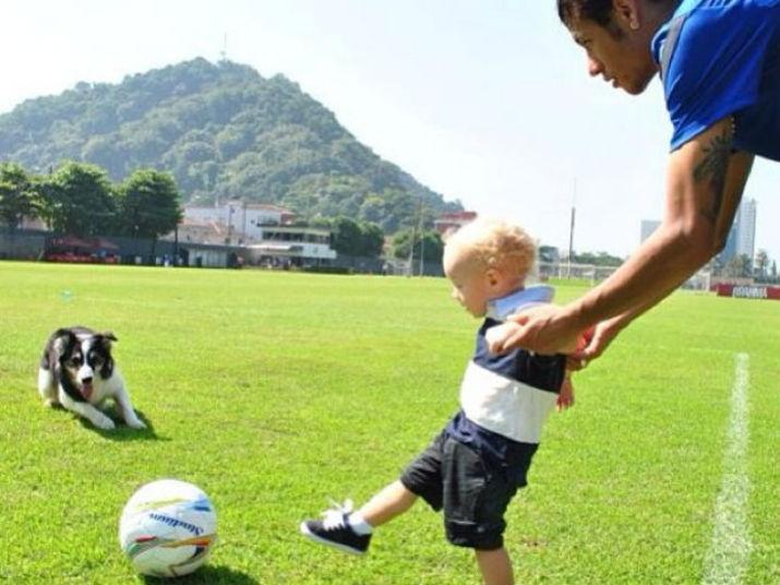 Neymar é papai jovem e de primeira viagem, mas não esconde o amor que sente pelo filho