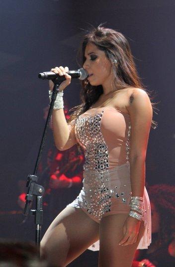 Na noite da última quarta-feira (5), Anitta subiu ao palco do Villa Mix, na Vila Olímpia, em São Paulo. A cantora realizou show de sua nova turnê e sensualizou no palco