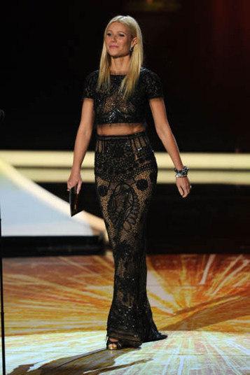 A longilínea Gwyneth Paltrow também mostrou parte da barriga em premiação
