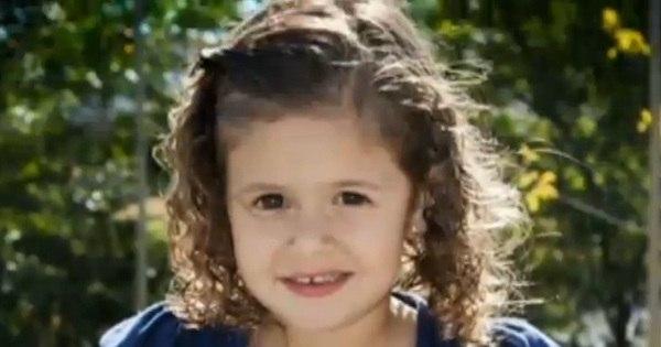 Menina de três anos morre após acidente em escada rolante de ...