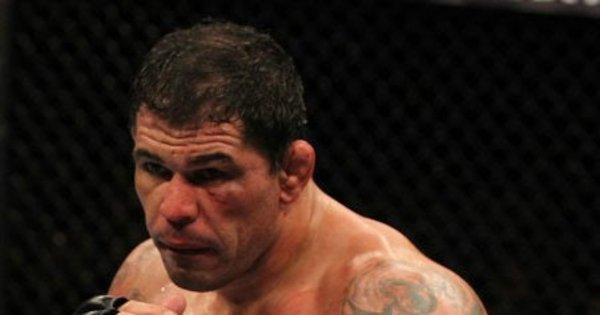 Astros brasileiros do UFC ovacionam Minotauro após aposentadoria