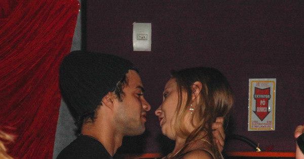 Que loucura! Ator de Malhação beija muito em balada no Rio - Fotos