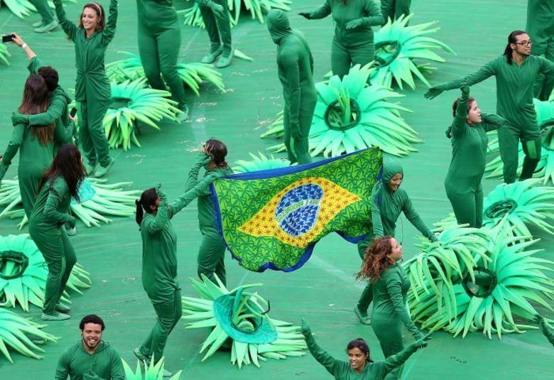 Verde, amarelo, azul, branco e muitas outras cores marcam o início da festa