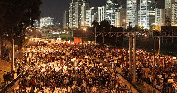 Brasil para em protestos e manifestantes tomam ruas em diversas ...