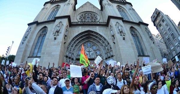 Manifestantes tomam as ruas de São Paulo em sexto dia de protestos