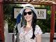 Katy Perry também acertou ao abrir mão do brinco e caprichar só no colar.<br><br>— É interessante tomar cuidado com o tamanho do brinco. É melhor colocar um mais neutro e delicado