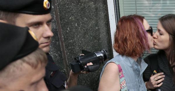 Câmara alta russa aprova lei contra a propaganda homossexual ...