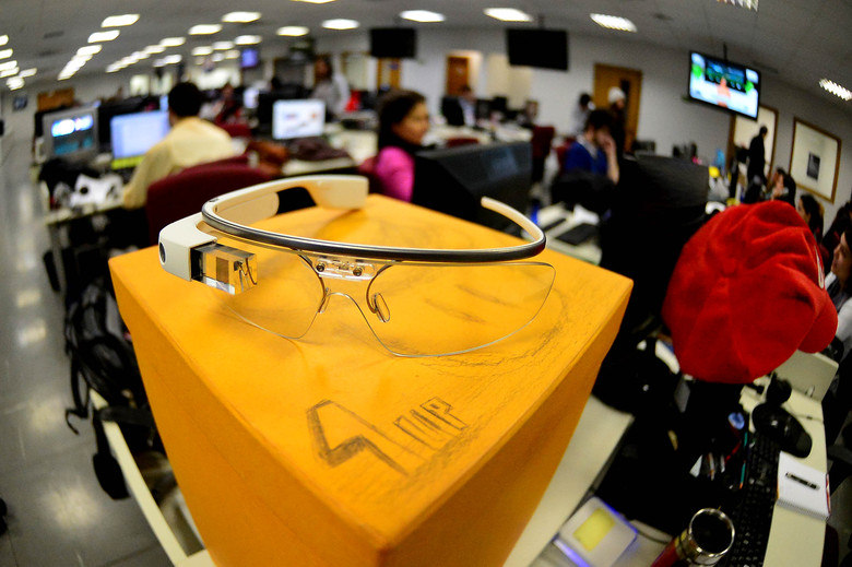 O Google anunciou na semana passada que qualquer pessoa nos EUA poderia comprar um Google Glass. A oferta aconteceu na última terça-feira (15) e foi um sucesso, segundo a companhia. O Google não revelou exatamente quantos óculos foram vendidos, mas todos os dispositivos foram vendidos antes do final do dia