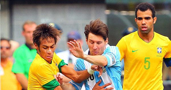 Duelo Neymar e Messi marcará volta do craque após suspensão ...