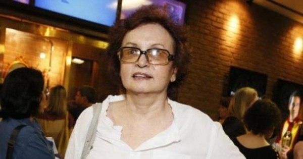 Joana Fomm declara que tirou os seios por conta de um câncer e ...