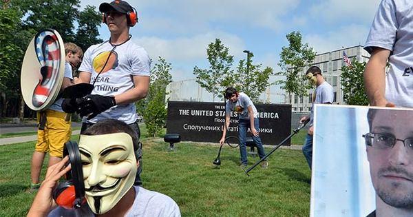 """Caçado pelos EUA, Snowden segue """"perdido"""" há seis dias no ..."""