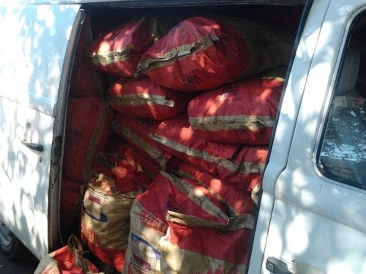 Para os churrascos de fim de semana da residência oficial seriam comprados 30 Kg de carvão com o custo de R$ 666,60. Uma pesquisa rápida feita pelo R7 mostrou que é possível comprar a mesma quantidade de carvão por R$ 42. Para completar o churrasco, 79 kg de linguiça por R$ 1.140 e 15 kg de sal grosso por R$ 37,95